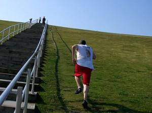 Slabire prin sprinturi pe deal
