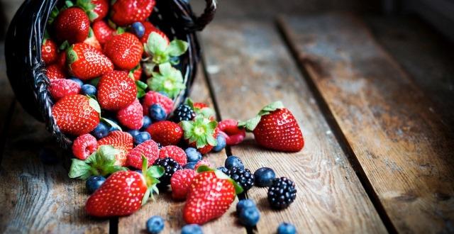 alimente pentru masa musculara - afine si caspuni